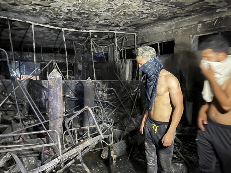 Al menos 82 muertos al incendiarse hospital para pacientes COVID
