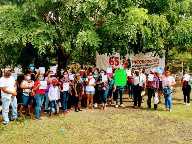 Alamenses se manifiestan en oficinas de Bienestar Tuxpan