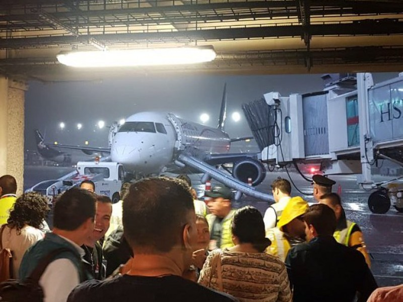 Alarma de fuego provocó desalojo de avión; CDMX