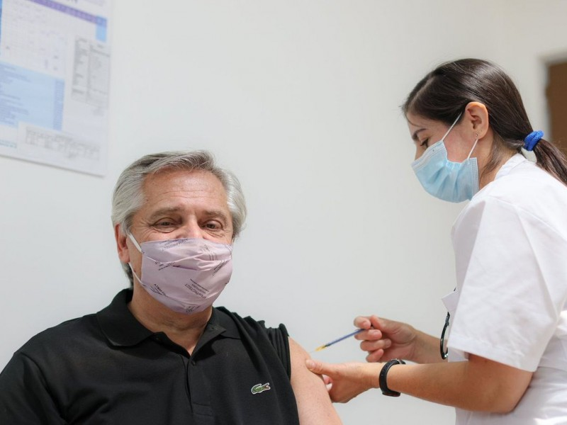 Alberto Fernández recibe vacuna Sputnik V contra Covid-19