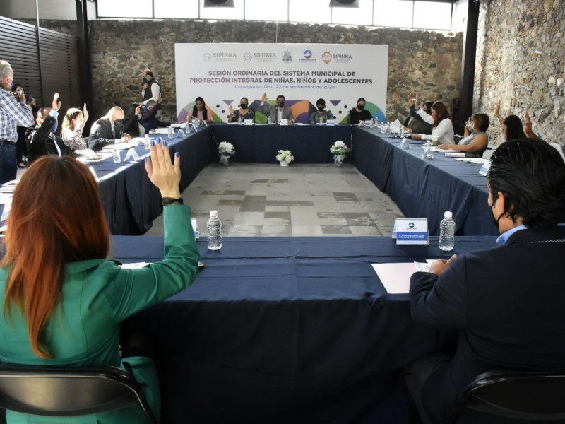 Alcalde de Corregidora encabeza sesión de DIF municipal