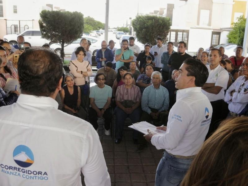 Alcalde de Corregidora se reúne con habitantes