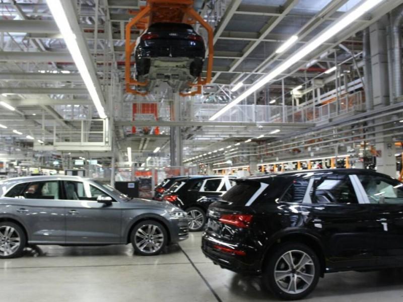 Alcalde de MORENA clausura planta automotriz en Puebla
