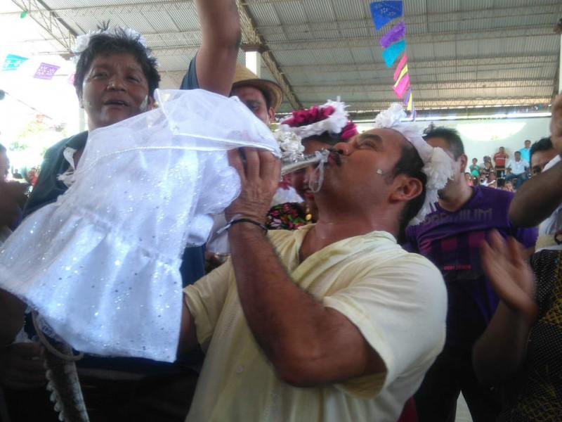 """🐊📹Alcalde de Oaxaca """"se casa"""" con un caimán"""