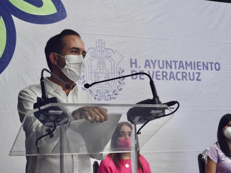 Alcalde de Veracruz exige a gobierno atender falta de medicamentos