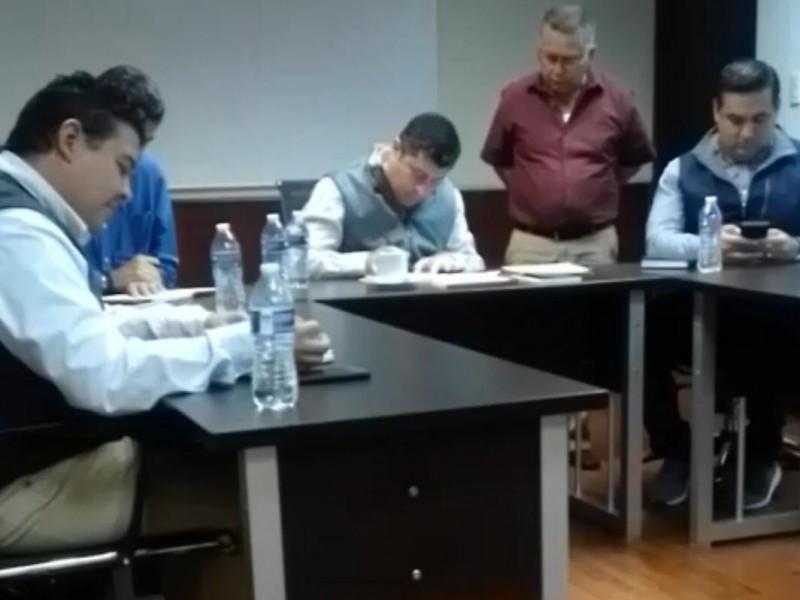 Alcalde establece acuerdos con habitantes del Valle de El Carrizo