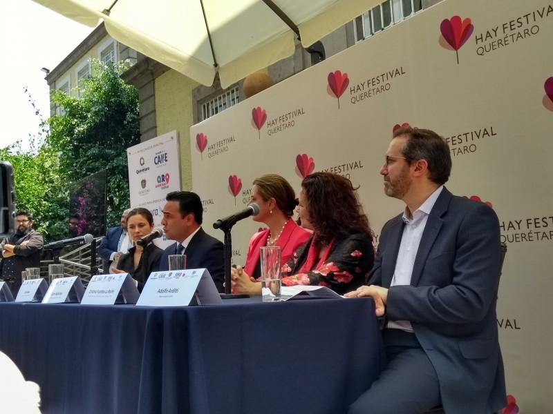 Alcalde presenta Hay Festival en embajada británica