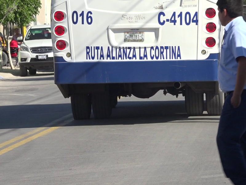 Alcalde rechaza tarifa de 15 pesos para camiones.