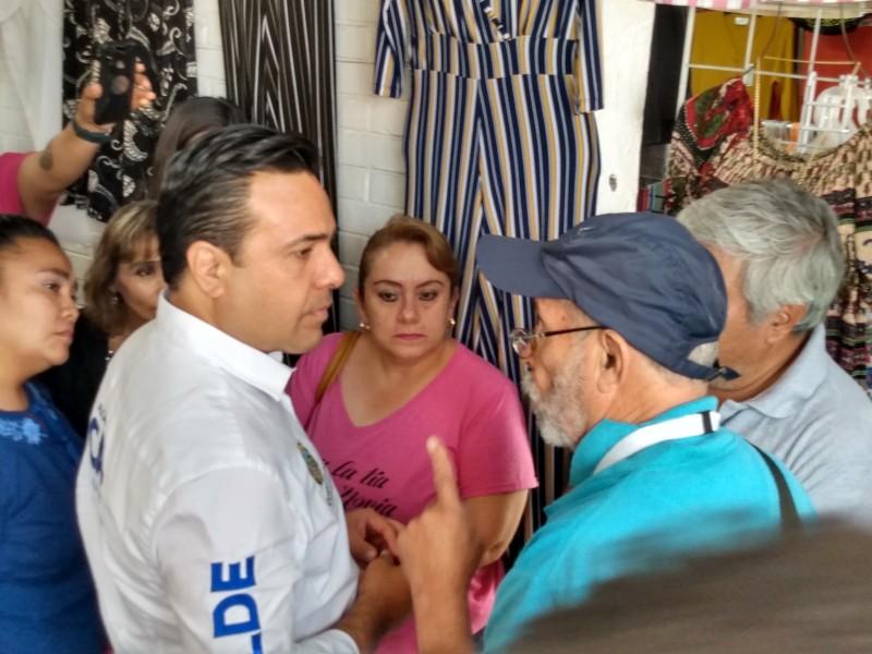 Alcalde recorre mercado de La Cruz