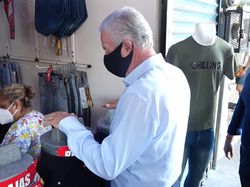 Alcalde supervisa y pone en orden a ambulantes y locatarios