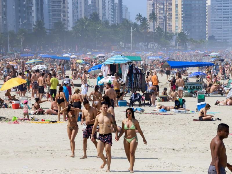 Alcanza Brasil 7.7 millones de contagios y 195 mil muertes
