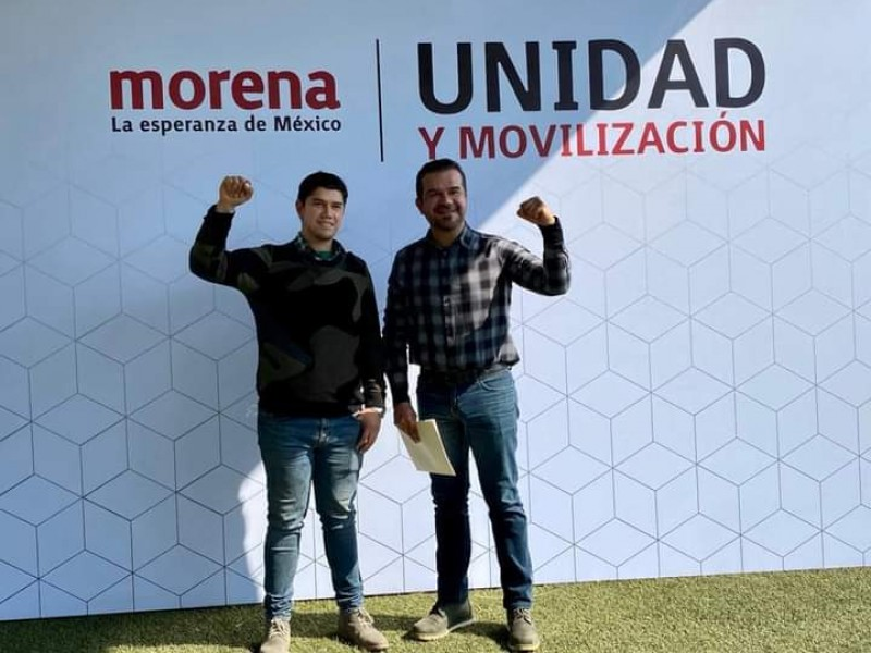 Alejandro Galván busca diputación federal, se registra como precandidato