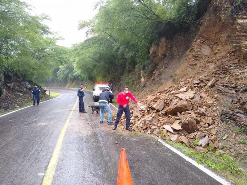 Alertan de derrumbes en Jalpan por lluvias