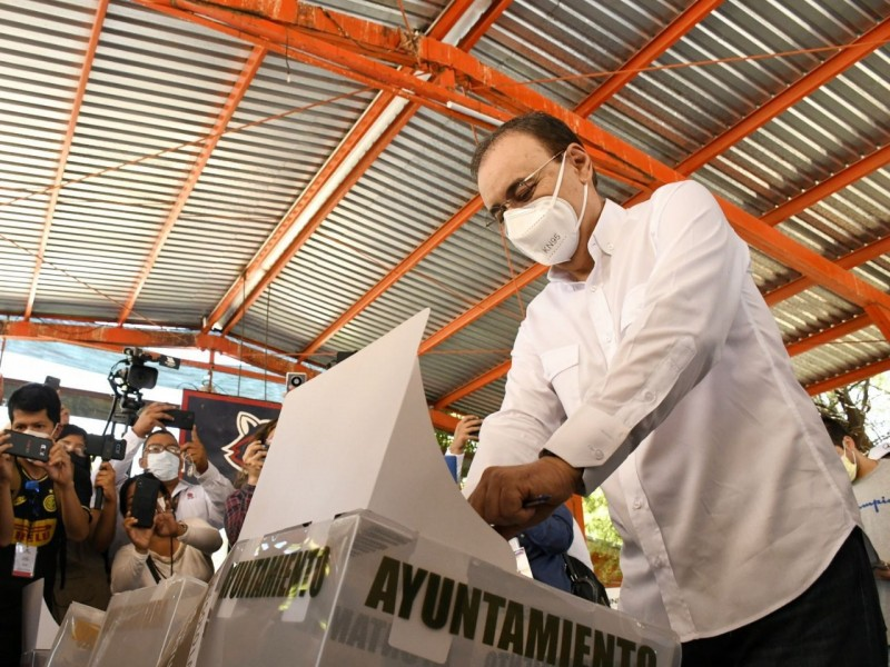 Alfonso  Durazo asegura ganó la gubernatura