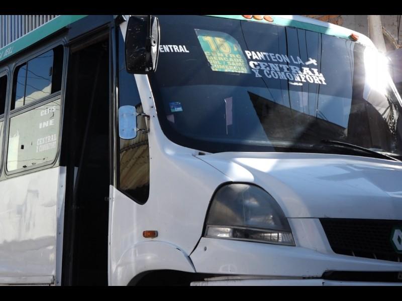 📹Algunos operadores de transporte público usan #GelAntibacterial pero no cubrebocas