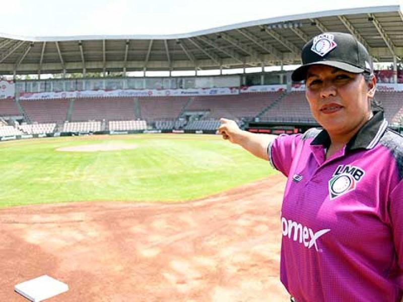 Alicia Gordoa primera mujer ampáyer en México
