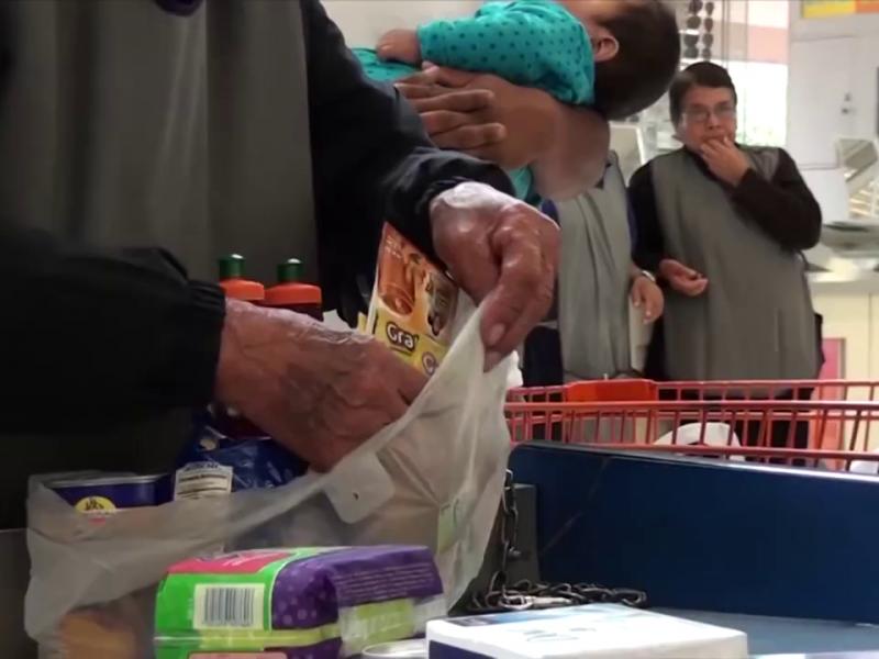 Alista DIF Torreón regreso de adultos mayores empacadores a tiendas