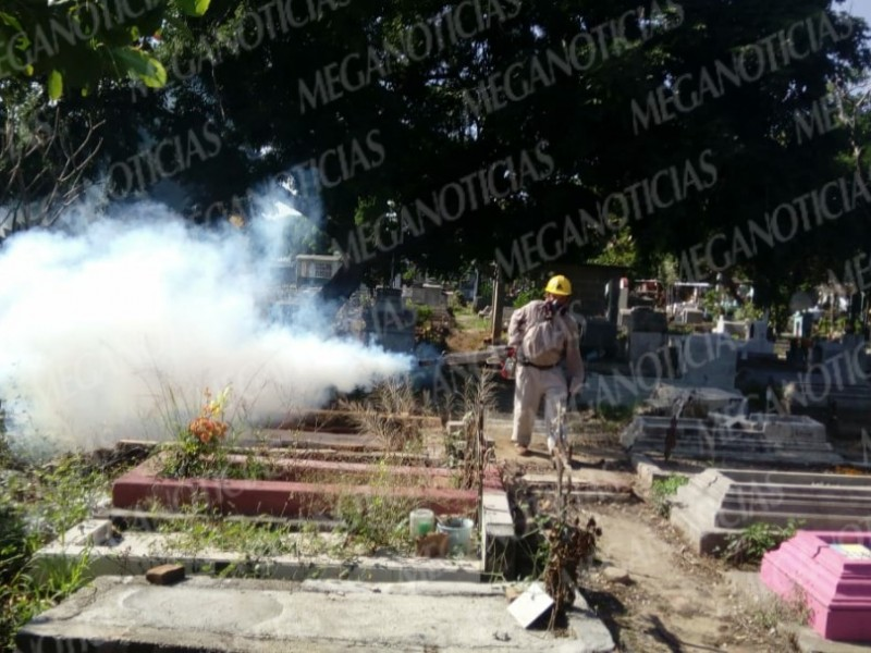 Alistan panteones de Tehuantepec para día de muertos
