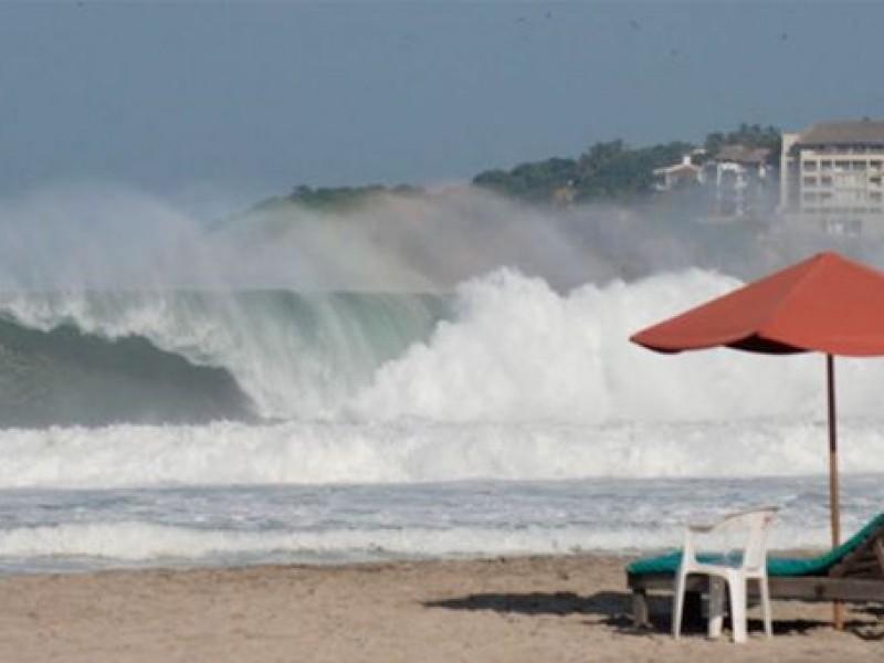 Alerta por alta marejada en playas de Oaxaca