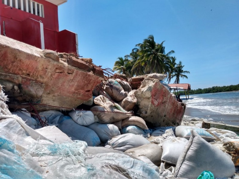 Alto oleaje afecta 13 enrramadas en Barra de Potosí