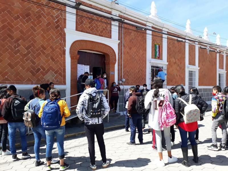 Alumnos de bachiller exigen terreno para construir escuela en Amozoc