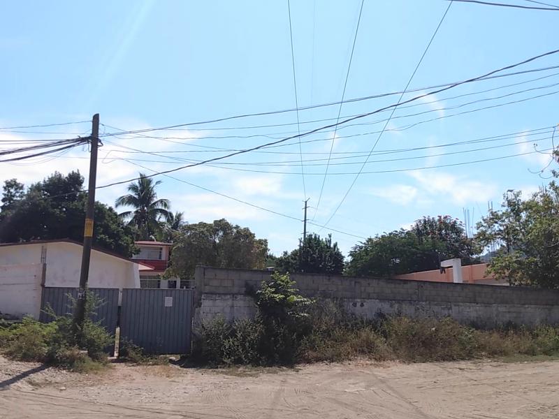 Alumnos de La Puerta peligran por cables de alta tensión