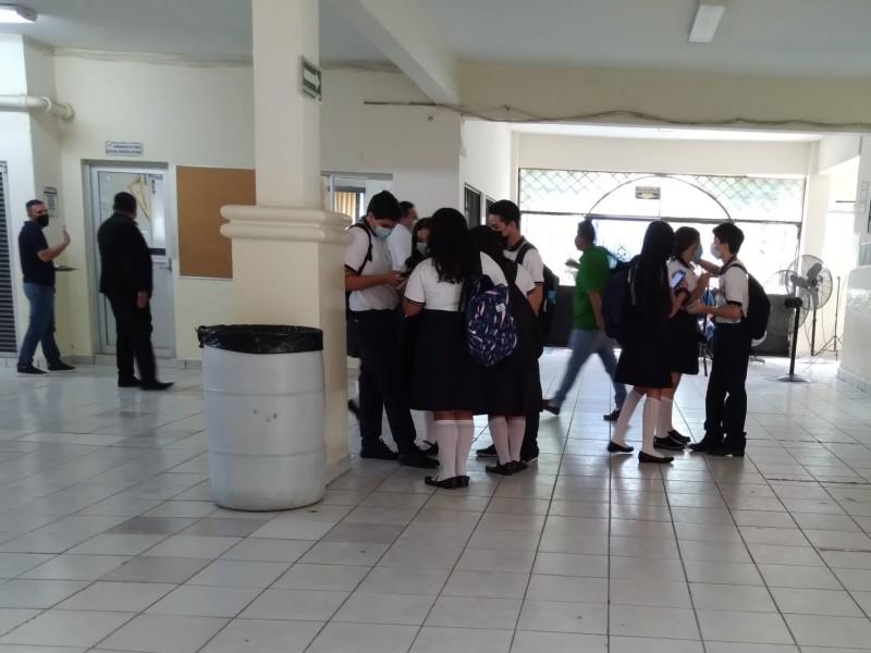 Alumnos de la UAS iniciaron clases presenciales este lunes