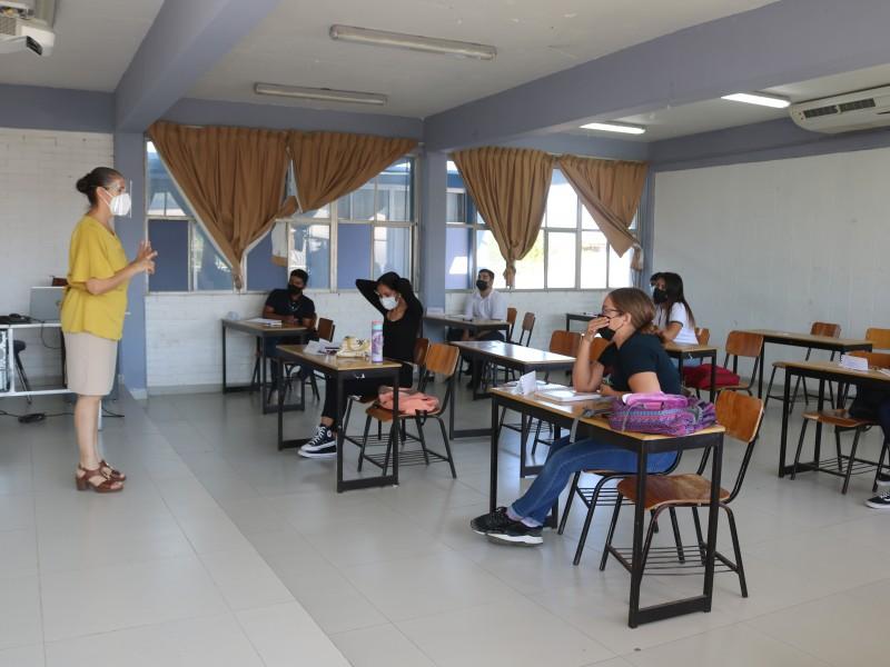 Alumnos de primer ingreso de manera presencial en Normal Superior