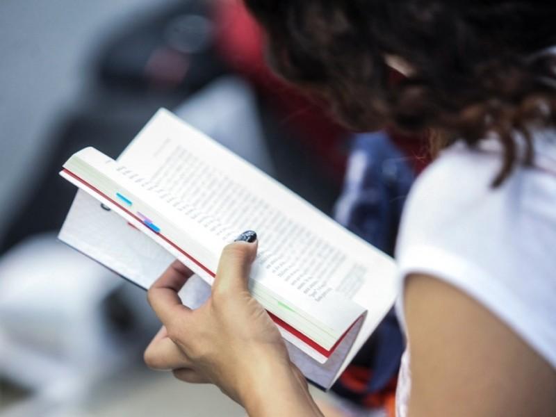 Alumnos y padres siguen actividades escolares no presenciales