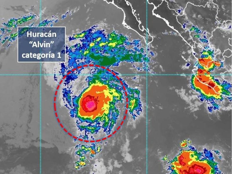 Alvin se intensifica, ya es huracán categoría 1