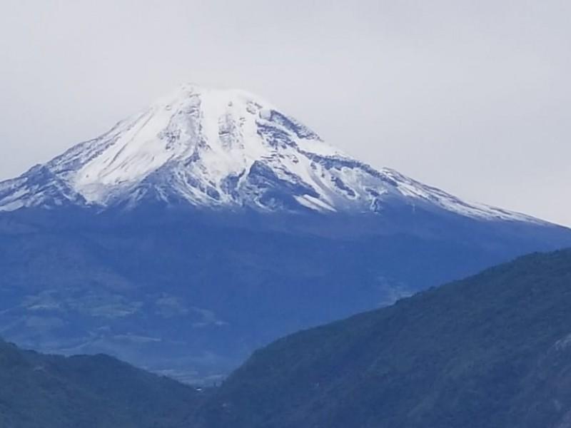 Amanece Pico de Orizaba cubierto de nieve