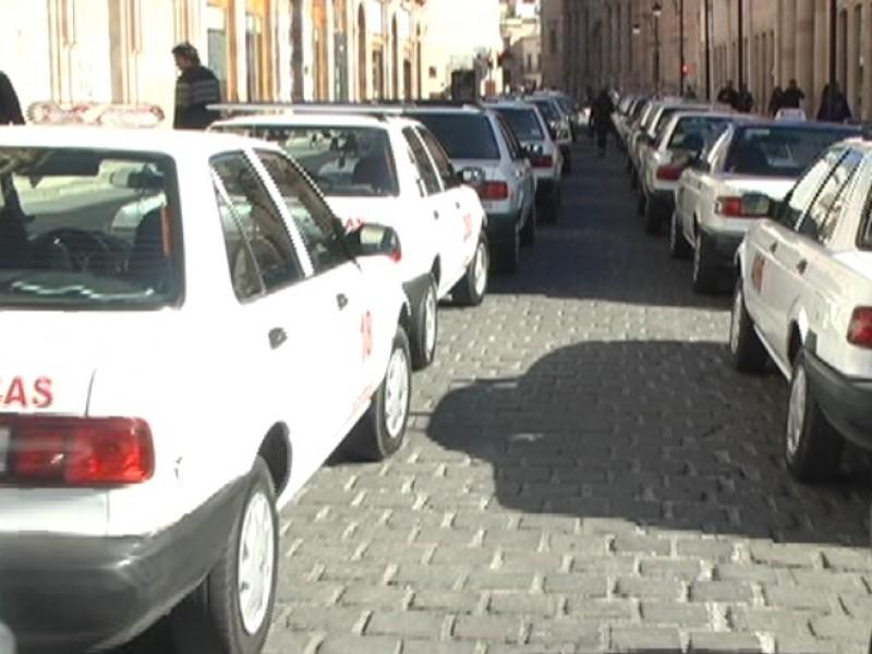 Amenazan taxistas con manifestarse