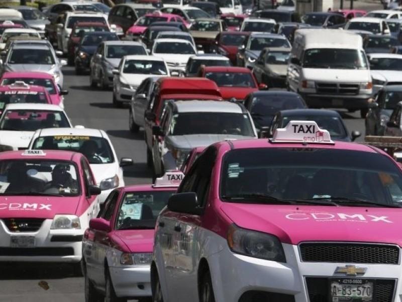 Amenazan taxistas en colapsar la ciudad.