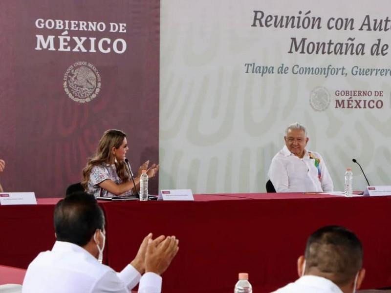 """AMLO """"cerrará filas"""" con Evelyn, dijo en gira por Guerrero"""