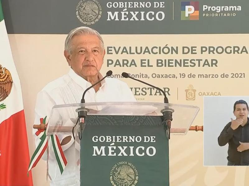 AMLO inicia gira en Oaxaca, evalúa programas para el Bienestar