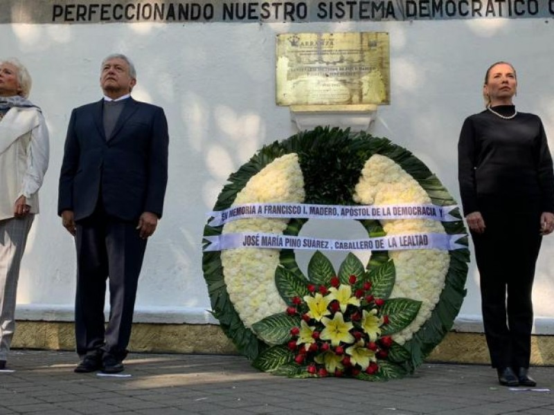 AMLO monta guardia de honor
