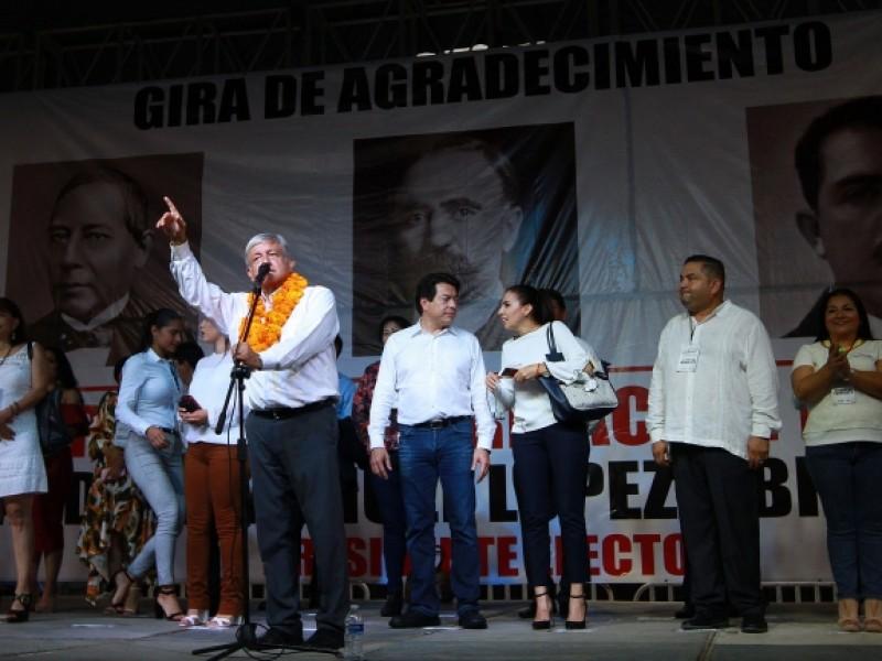 AMLO promete atención especial al puerto de Manzanillo