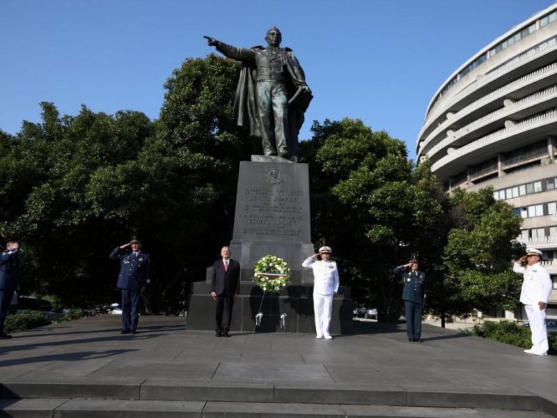 AMLO realiza homenajes en monumentos de Lincoln y Juárez