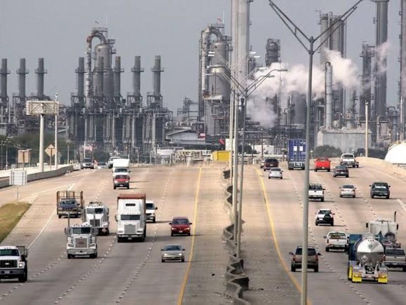 AMLO sabotea esfuerzo mundial por cambio climático tras comprar refinería
