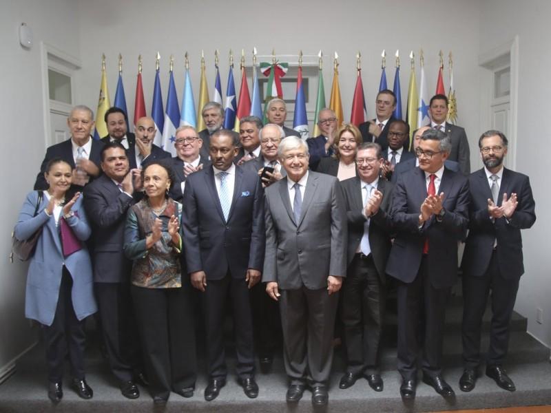 AMLO se reúne con embajadores de Latinoamérica