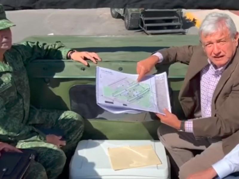 📹AMLO visita base militar de Santa Lucía