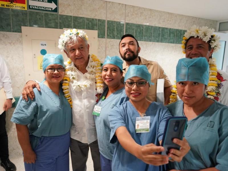 AMLO visita hospital de Zongolica, Veracruz