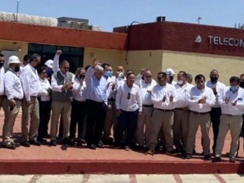 AMLO visita refinería de Cadereyta; promete rescatar a Pemex