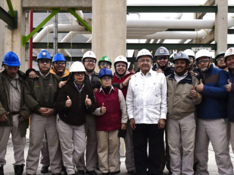 AMLO visita refinería de Tamaulipas para evaluar trabajos de modernización