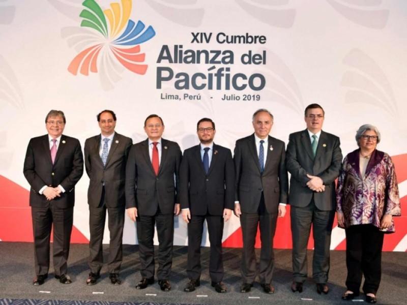 AMLO vuelve a desairar cumbre, Marcelo Ebrard acude