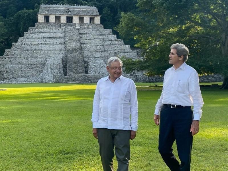 AMLO y John Kerry se reúnen en Palenque, Chiapas