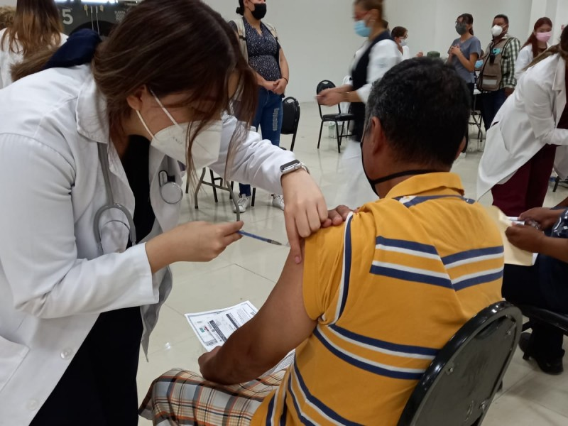 Amplían campaña de vacunación covid-19 en mayores de 40 años