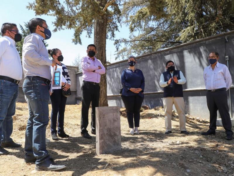 Ampliaran escuela de bachilleres en Amealco