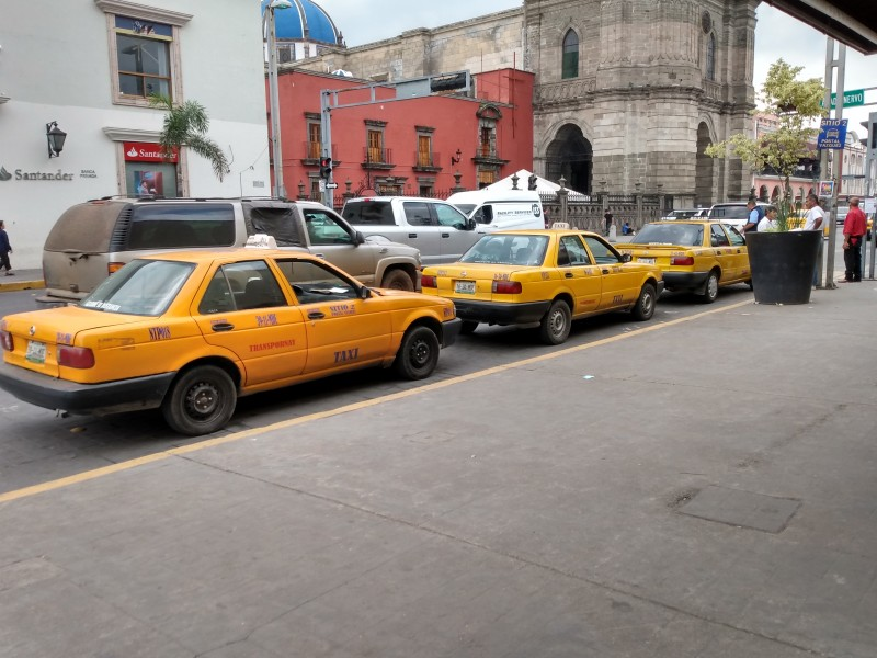 Analizan remover bases de taxi del centro histórico