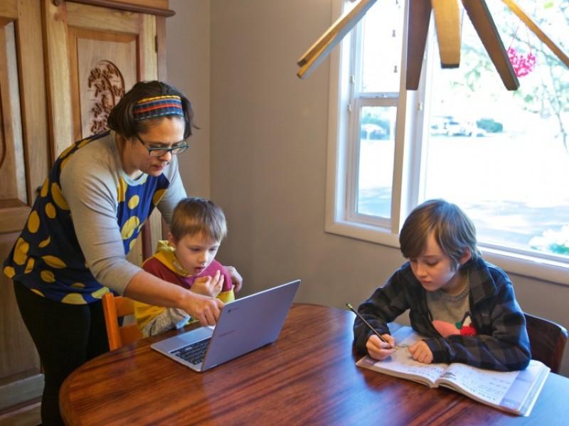 Analizan retos  de ciclo escolar en casa